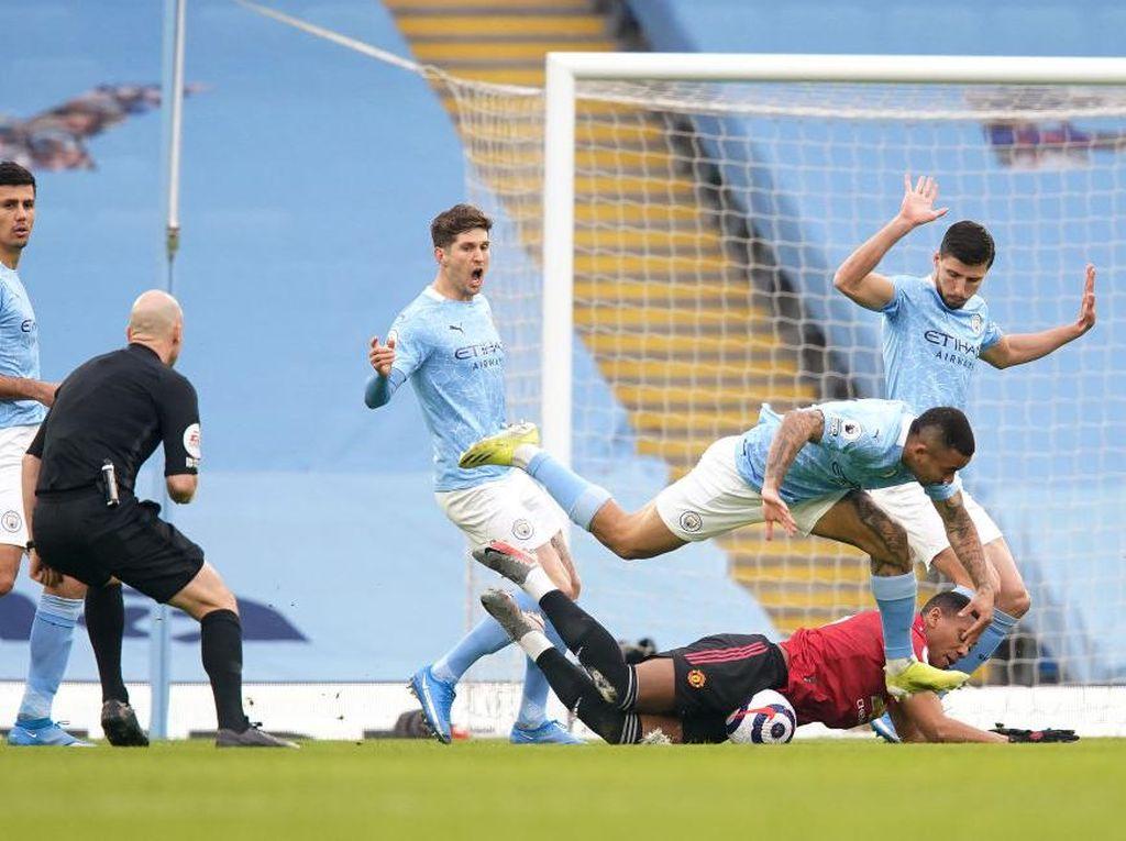 Derby Manchester: Man City Dibungkam MU 0-2