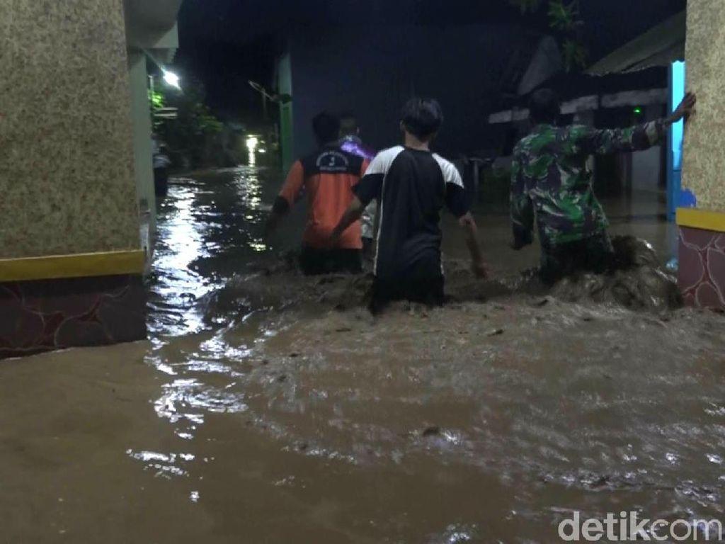 Banjir Kiriman Terjang Probolinggo, Ketinggian Air 1,5 Meter
