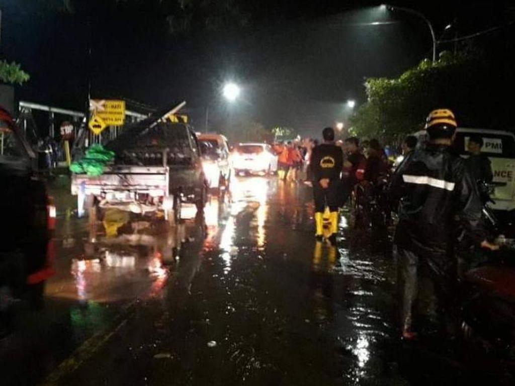 Banjir Rendam Pantura Kota Pasuruan Surut, Lalu Lintas Berangsur Normal