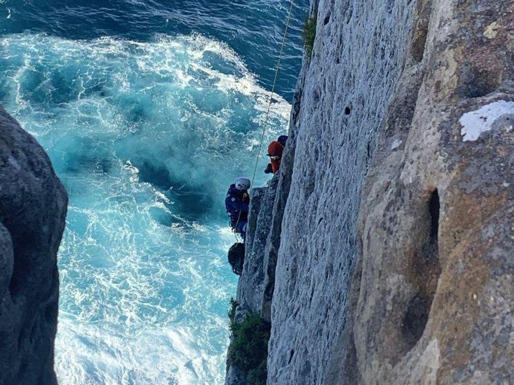 Pemanjat Tebing Cedera Parah Setelah Jatuh dari Ketinggian 15 Meter