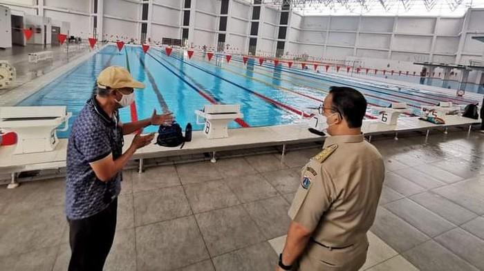 Gubernur DKI Jakarta Anies Baswedan mengunjungi GOR Ragunan, atau kini disebut Pusat Pelatihan Olahraga Pelajar (PPOP) Ragunan.