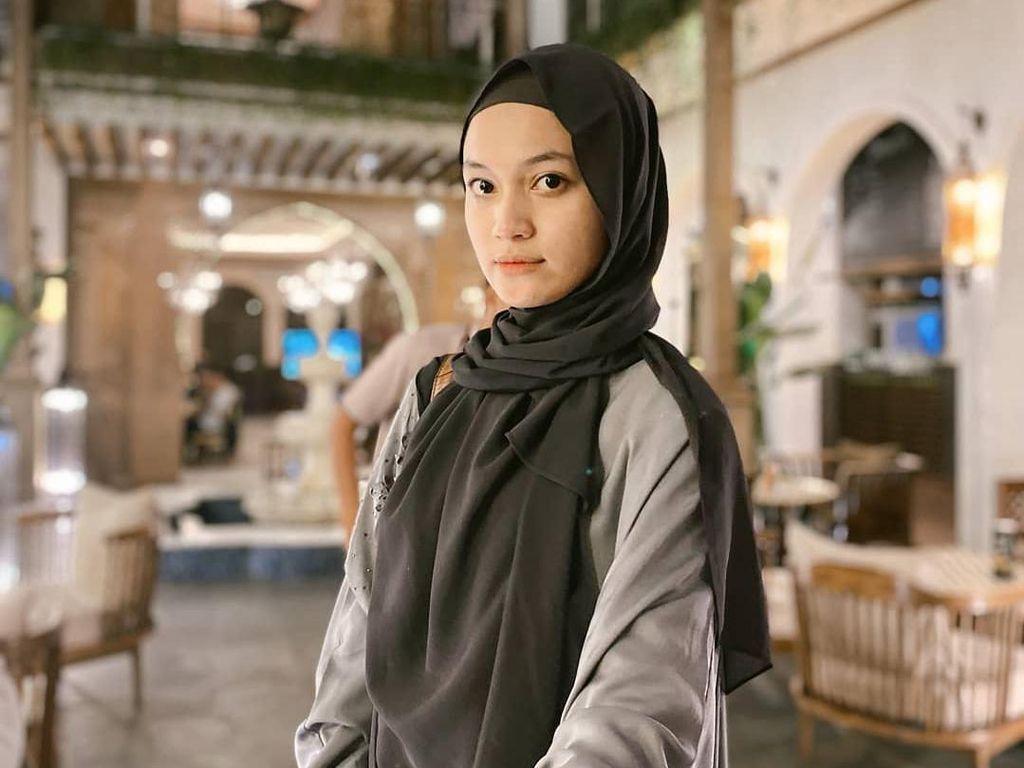 7 Gaya Hijab Calon Istri Ustaz Syam, Selebgram Cantik Jihan Salsabila