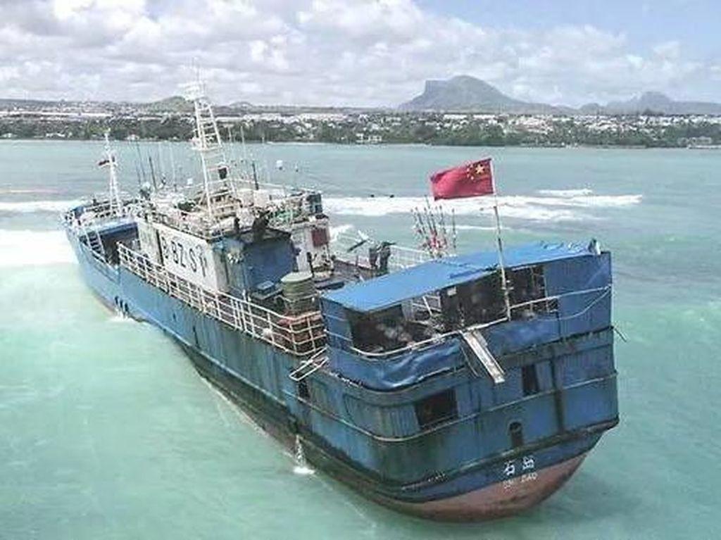 Kapal China Bawa 130 Ton Minyak Kandas di Perairan Mauritius