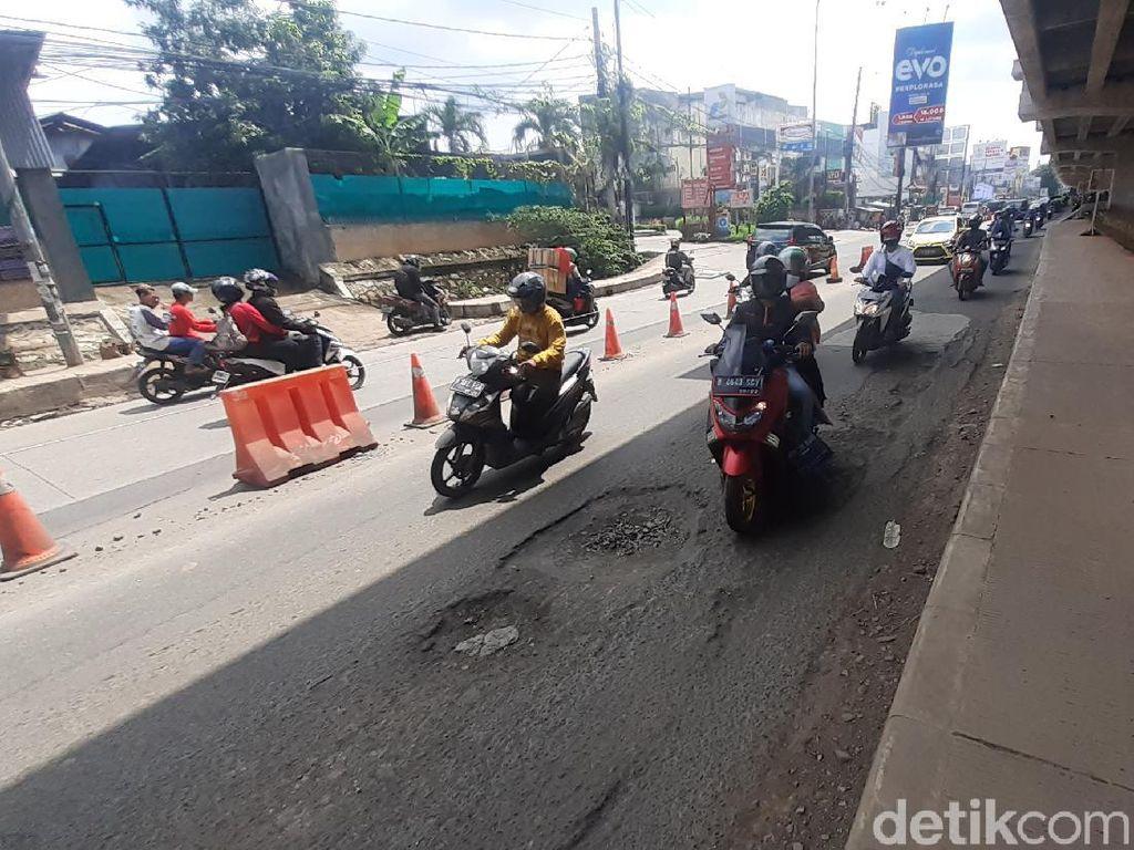 4 Lokasi Kerusakan Jl KH Noer Ali Kota Bekasi Belum Diperbaiki