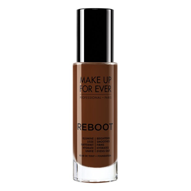 Sepertinya foundation dari Make Up For Ever ini menjadi favorit bagi banyak wanita, karena beberapa alasan yang baik.
