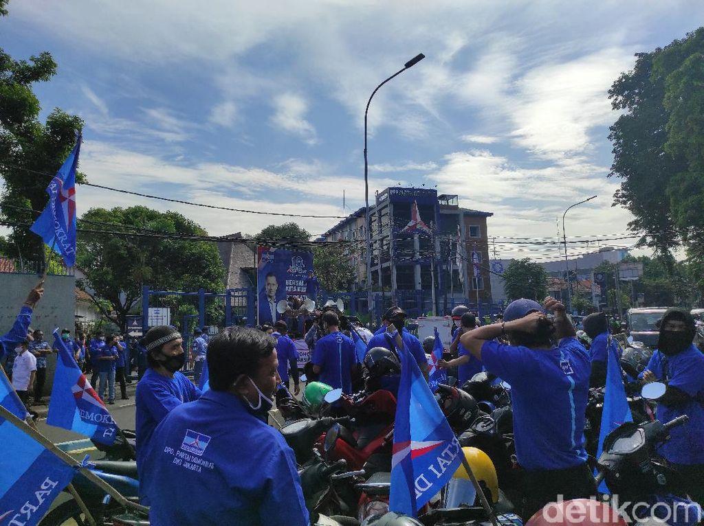 Dukung AHY Lawan KLB, Massa Kader Demokrat Merapat ke DPP Proklamasi