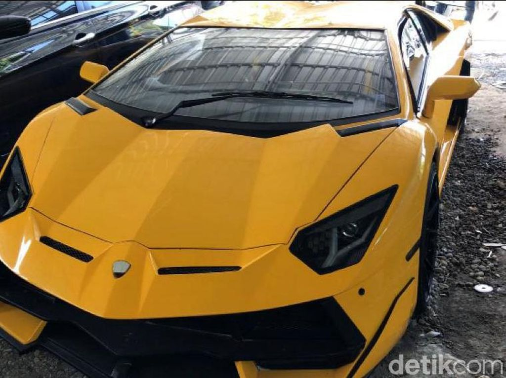 Lamborghini Made In Gunungkidul Vs Mobil Sultan Rolls-Royce Ghost