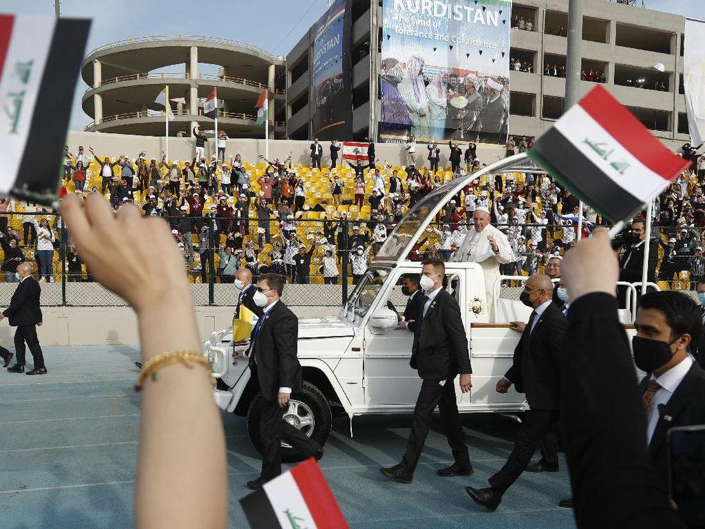 Momen Paus Fransiskus Kunjungi Irak Bawa Pesan Perdamaian