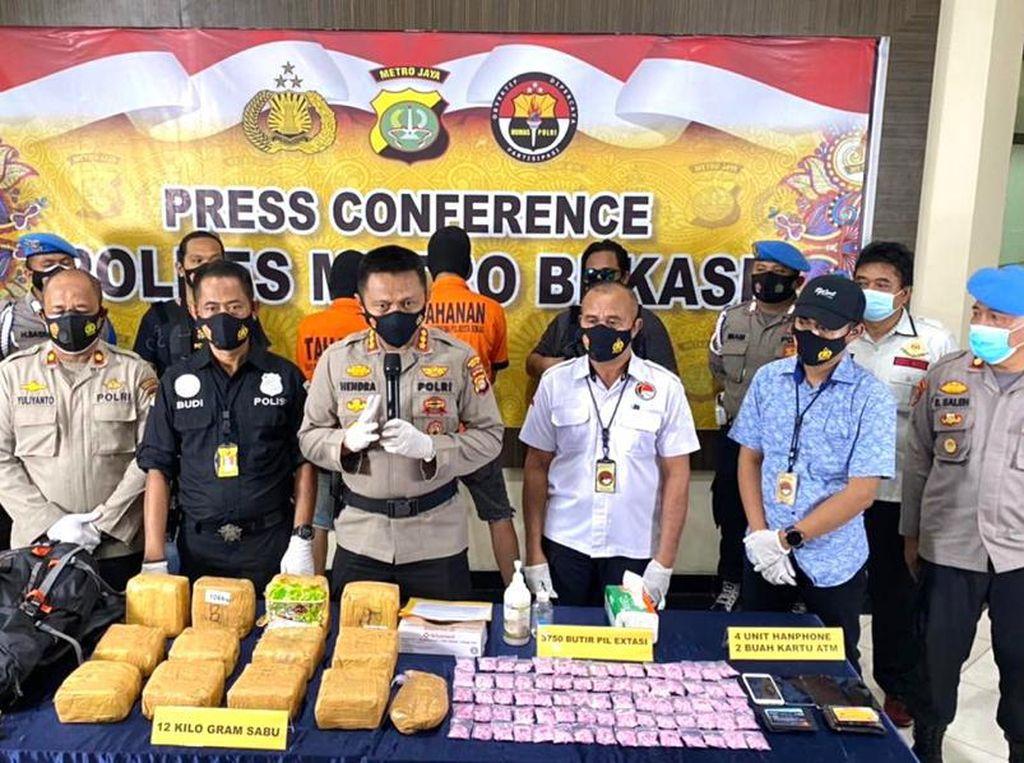 Polres Bekasi Tangkap Kurir Narkoba di Riau, 3.750 Inex-12 Kg Sabu Disita