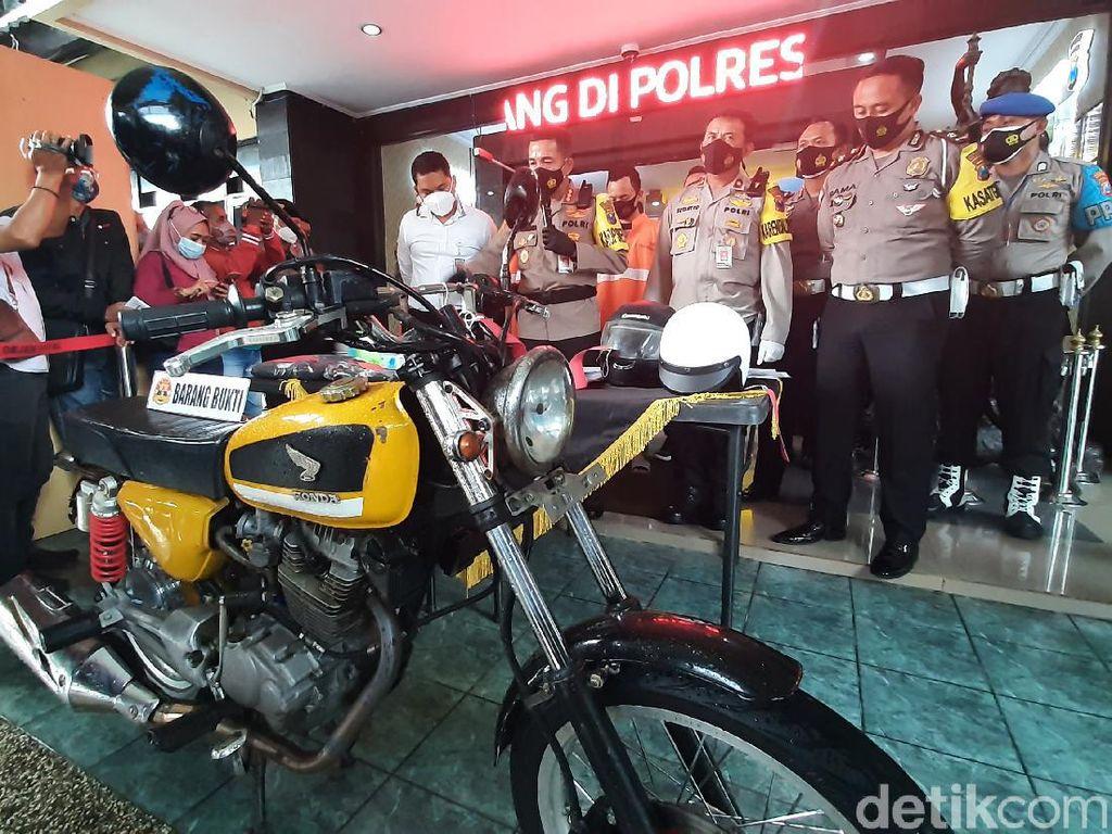 Bubarkan Balap Liar di Kota Malang, Dua Mobil Polisi Rusak Dilempar Batako