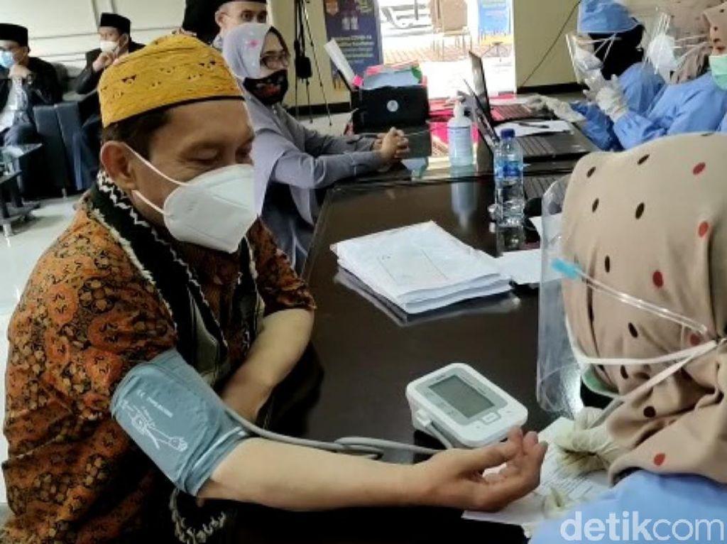 Jelang Ramadhan, Ribuan Ulama-Imam di Cianjur Divaksinasi COVID-19
