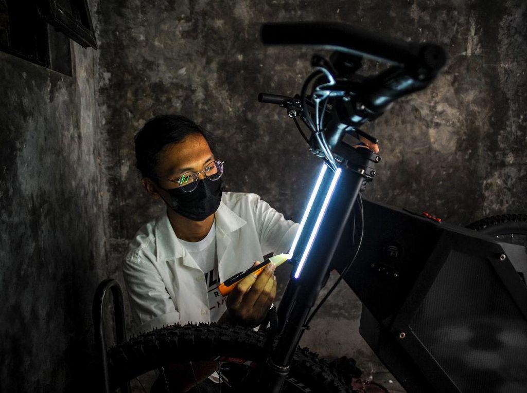 Wow! Pelajar Ini Ciptakan Sepeda Listrik Keren