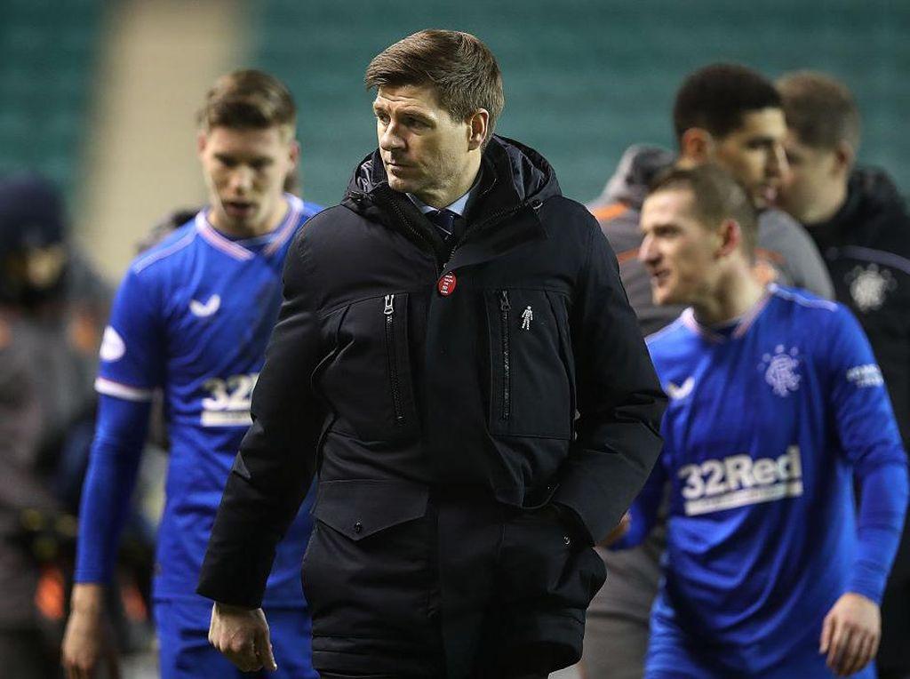 Mantap, Steven Gerrard! Bikin Sir Alex Terkesan Banget nih