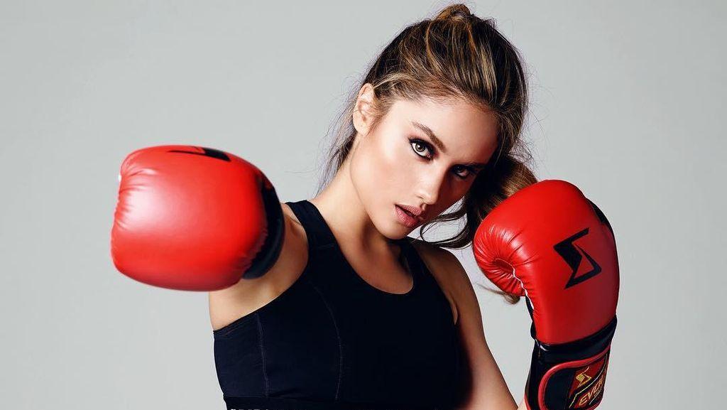 Foto: Seksi Tapi Tangguh, Intip Aksi 7 Selebriti Olahraga Bela Diri