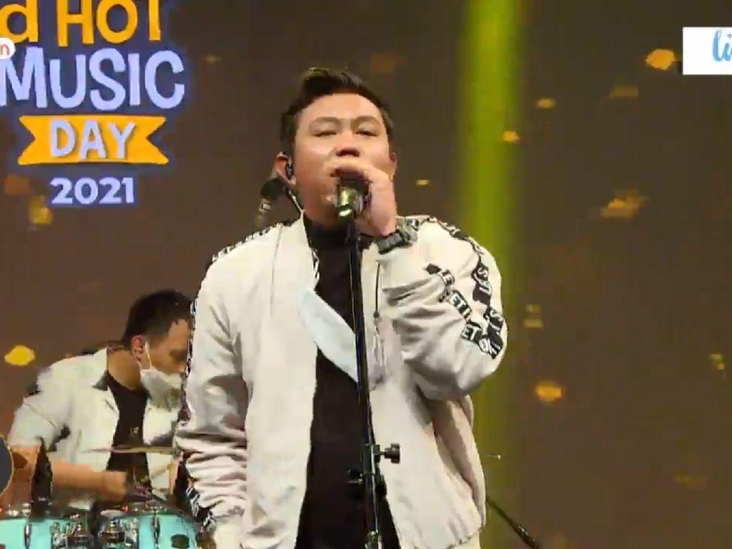 Denny Caknan Buka Kisah Kartonyono di dHot Music Day
