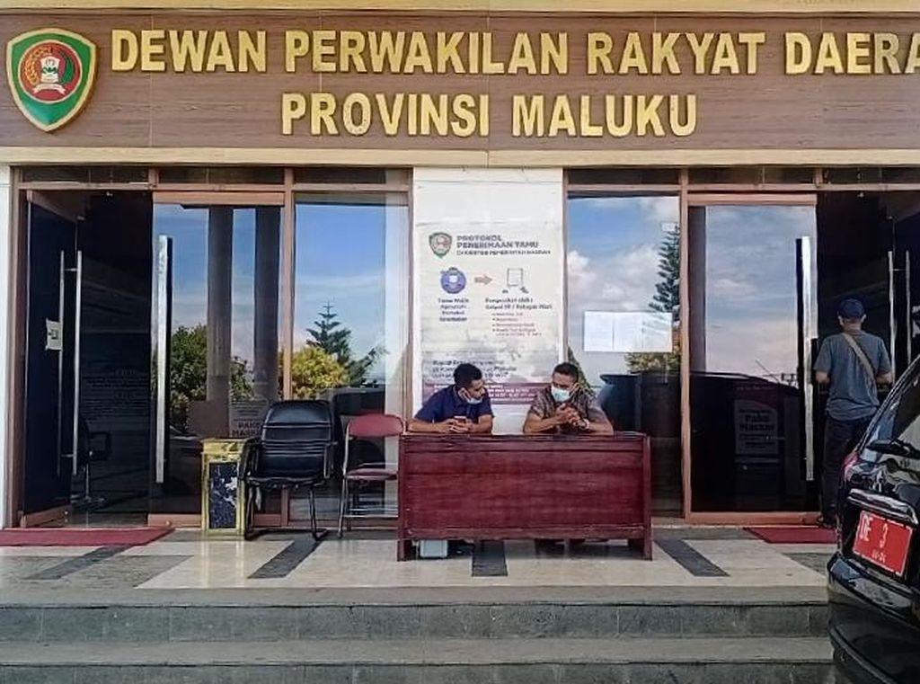 Bawa Alat Isap Sabu, Anggota DPRD Maluku F-Demokrat Ditangkap di Bandara