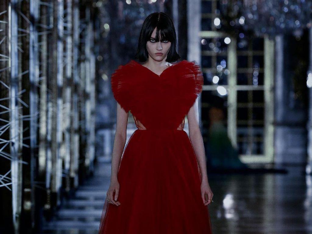 10 Koleksi Terbaru Dior Fall/Winter 2021, Versi Modern Dunia Dongeng