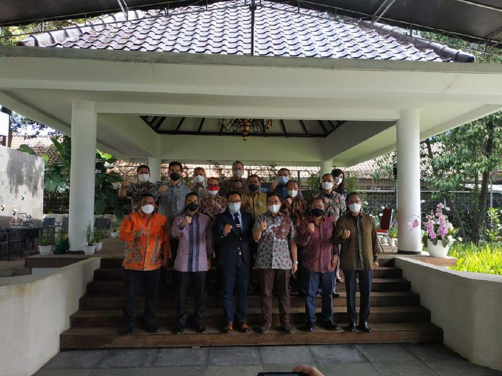 Bertemu di Bandung, Ridwan Kamil Dukung Anindya Bakrie Jadi Ketum Kadin