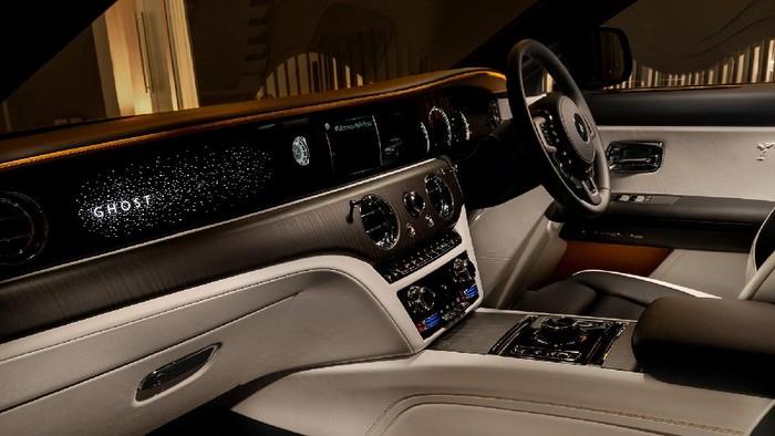 Rolls-Royce Ghost meluncur di Jakarta