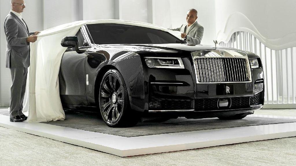Penampakan Mobil Sultan Bertabur Bintang, Rolls-Royce Ghost Terbaru di Indonesia