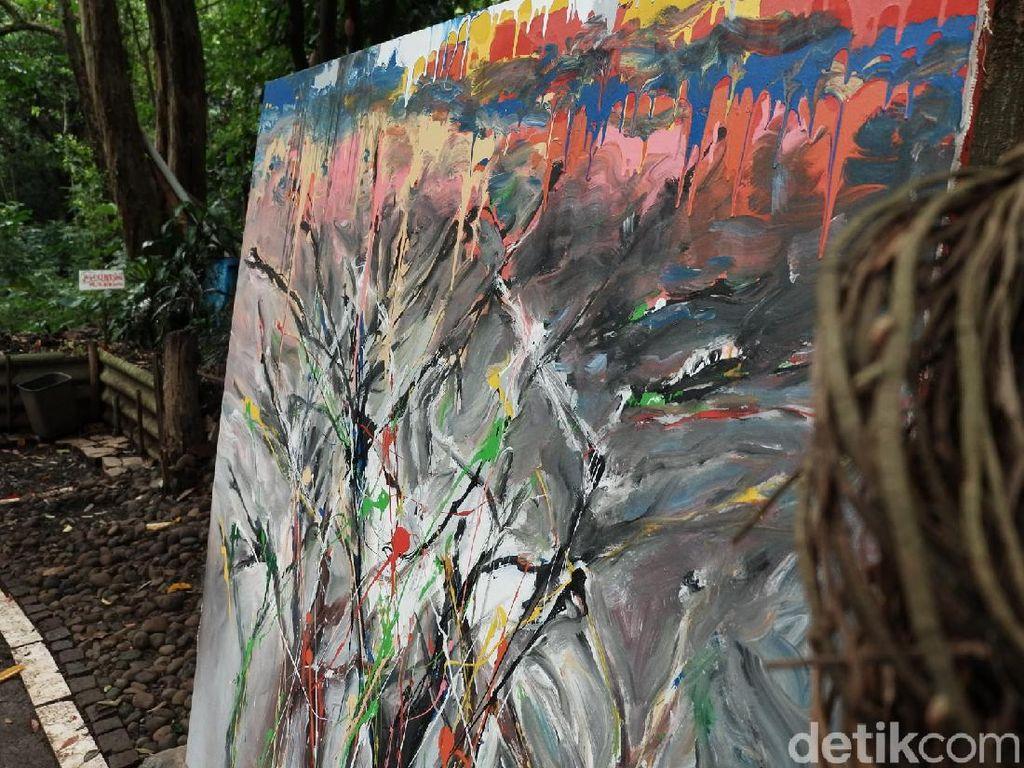 Ada Pameran Lukisan Tapi di Tengah Hutan Babakan Siliwangi