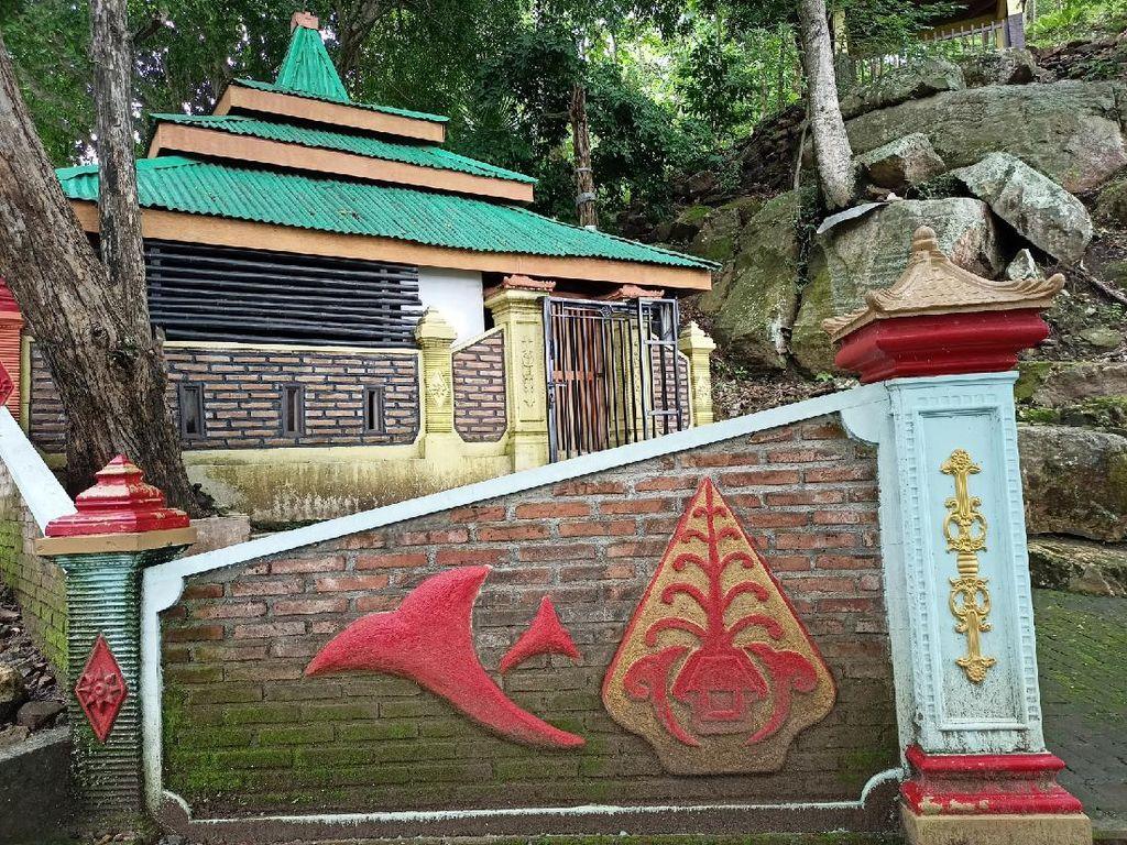 Situs Watu Dukun Mirip Ranjang di Ponorogo Jadi Tempat Favorit Warga Bertapa