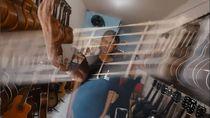 Pengusaha Gitar Ini Kehilangan 4 Jari Karena Kecelakaan Kerja