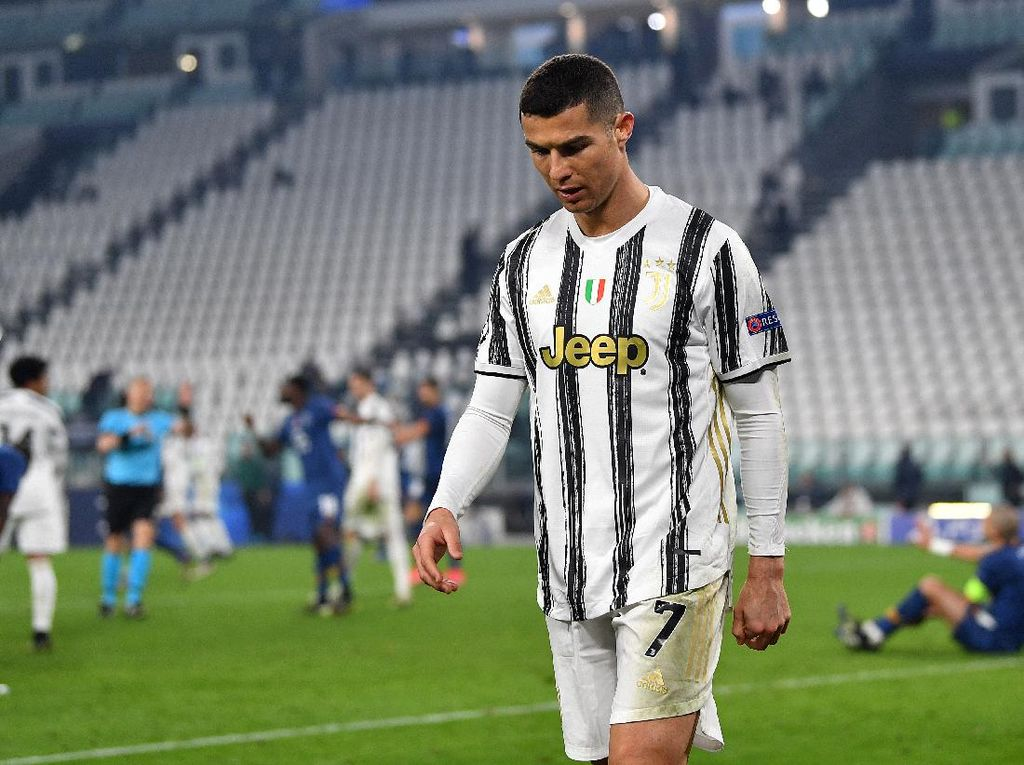Juventus Angkat Koper Lewat Kolong Kaki Ronaldo