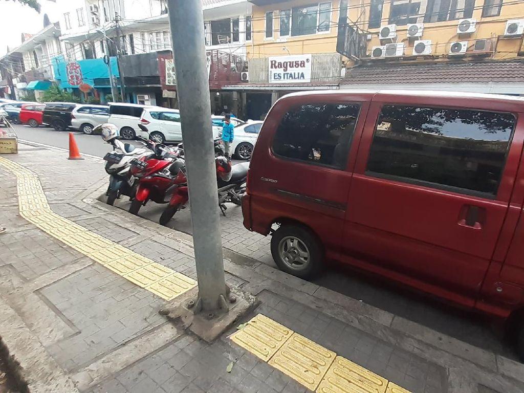 Guiding Block Tunanetra Nabrak Tiang di Jakpus, Pemprov DKI Dikritik