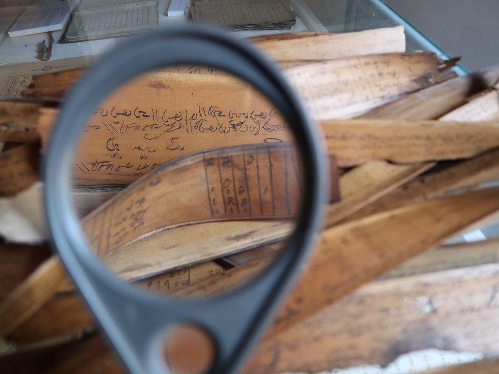 Menyelamatkan Naskah Kuno Indonesia Lewat Digitalisasi