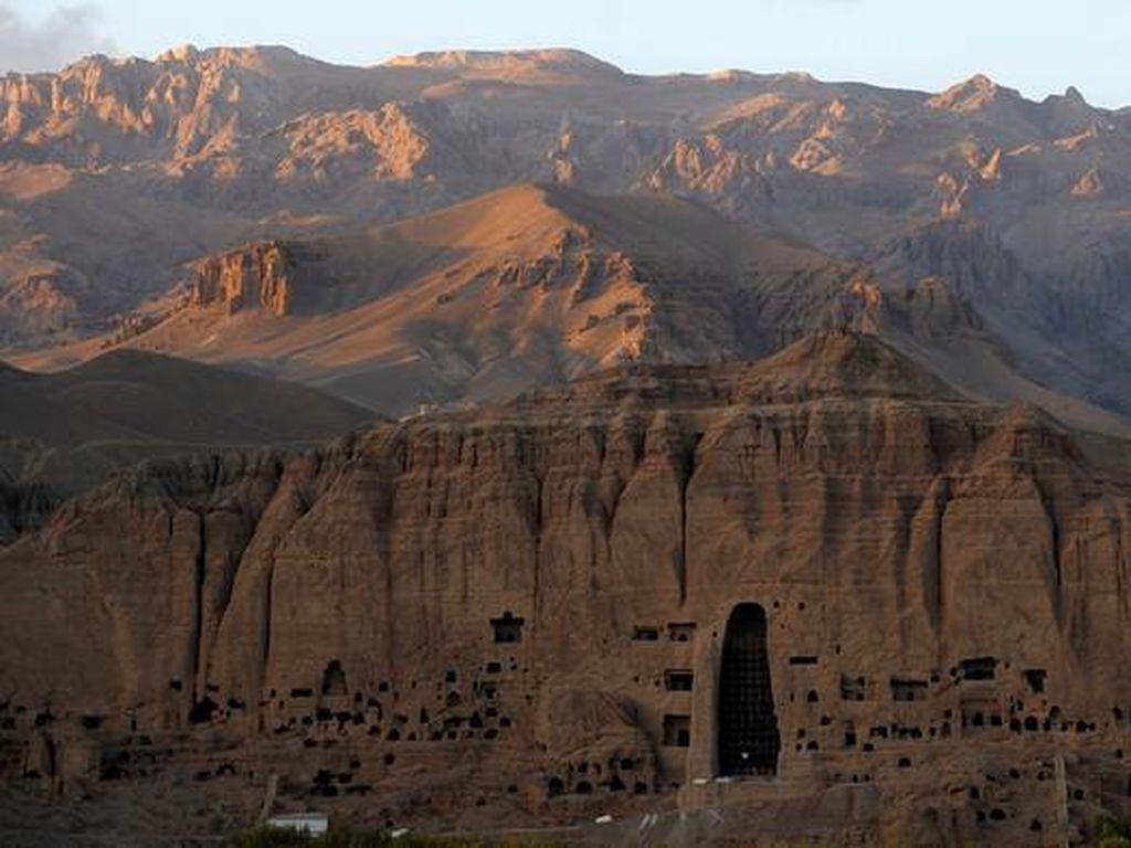 Warga Afghanistan Kenang Penghancuran Patung Buddha Bamiyan oleh Taliban