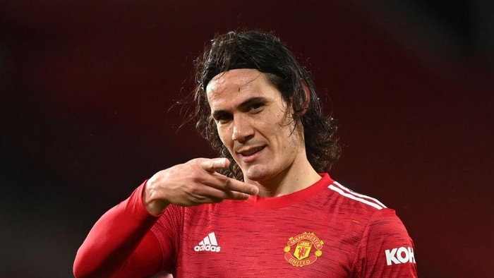 MANCHESTER, ENGLAND - FEBRUARY 06:  Edinson Cavani of Manchester United celebrates after scoring their teams first goal during the Premier League match between Manchester United and Everton at Old Trafford on February 06, 2021 in Manchester, England. Sporting stadiums around the UK remain under strict restrictions due to the Coronavirus Pandemic as Government social distancing laws prohibit fans inside venues resulting in games being played behind closed doors. (Photo by Michael Regan/Getty Images)