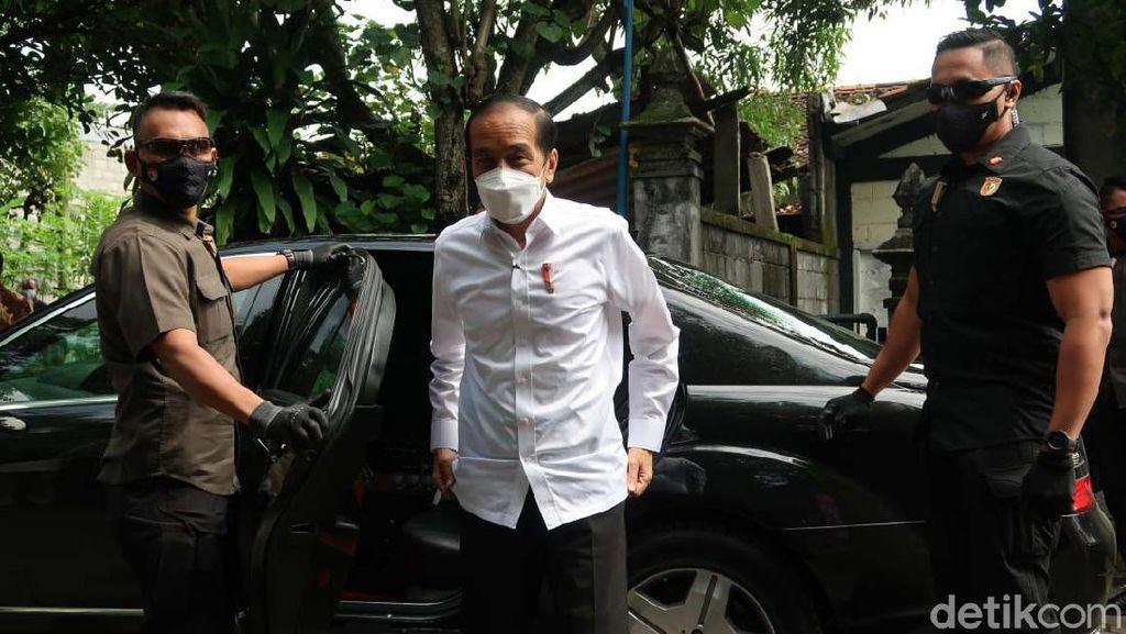 Jokowi Pantau Vaksinasi 500 Seniman