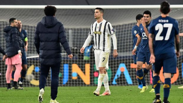 Soccer Football - Champions League - Round of 16 Second Leg - Juventus v FC Porto - Allianz Stadium, Turin, Italy - March 9, 2021 Juventus' Cristiano Ronaldo looks dejected after the match REUTERS/Massimo Pinca