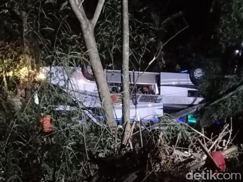 Korban Tewas Bus Masuk Jurang di Sumedang Diduga Puluhan Orang