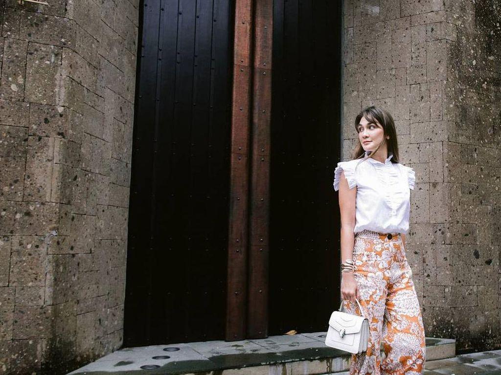 Luna Maya Pakai Jam Tangan Bak Dililit Ular, Harganya Rp 300 Juta
