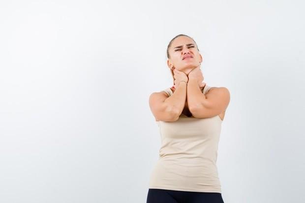 Orgasme dapat menyebabkan tubuh melepaskan endorfin dan hormon lain yang dapat membantu meredakan sakit kepala, punggung, dan kaki. Mereka juga dapat membantu nyeri radang sendi dan kram menstruasi.