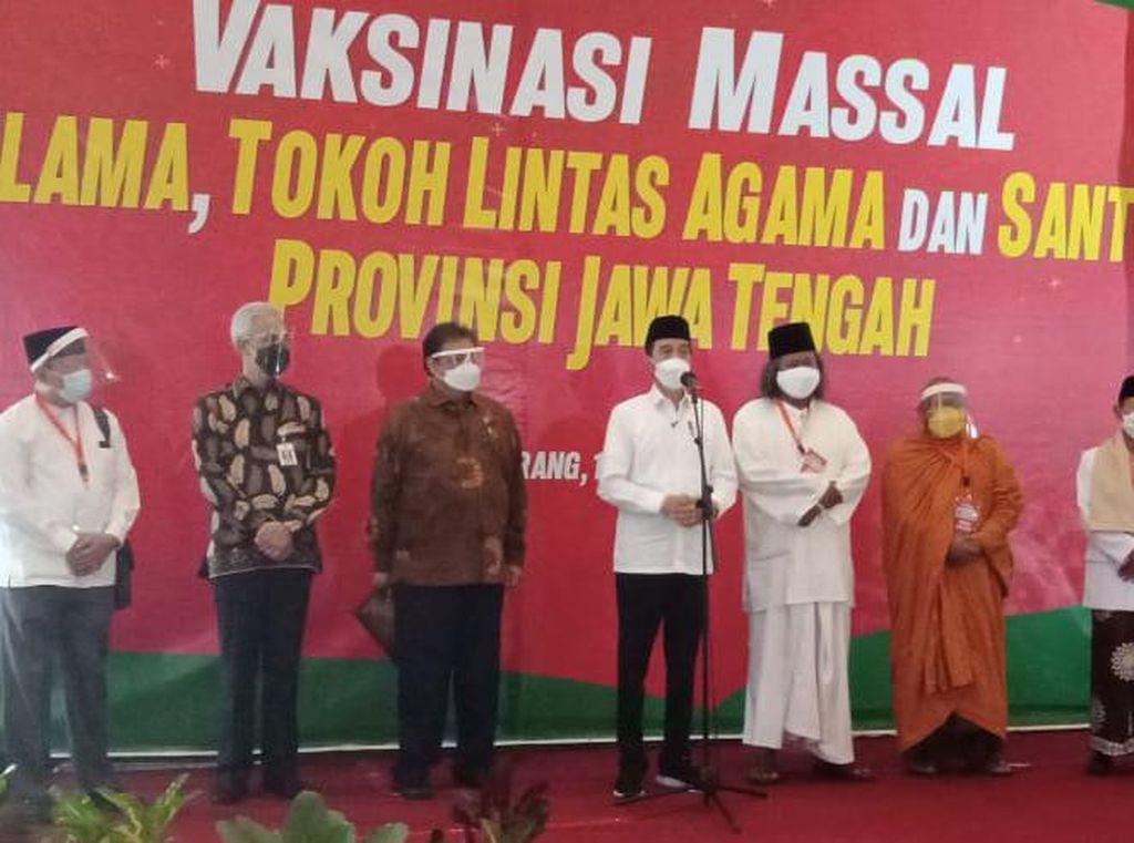 Harapan Jokowi Saat Pantau Vaksinasi Tokoh-tokoh Agama di Semarang