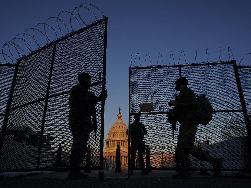 2 Polisi Diserang-Ditabrak di Gedung Capitol AS