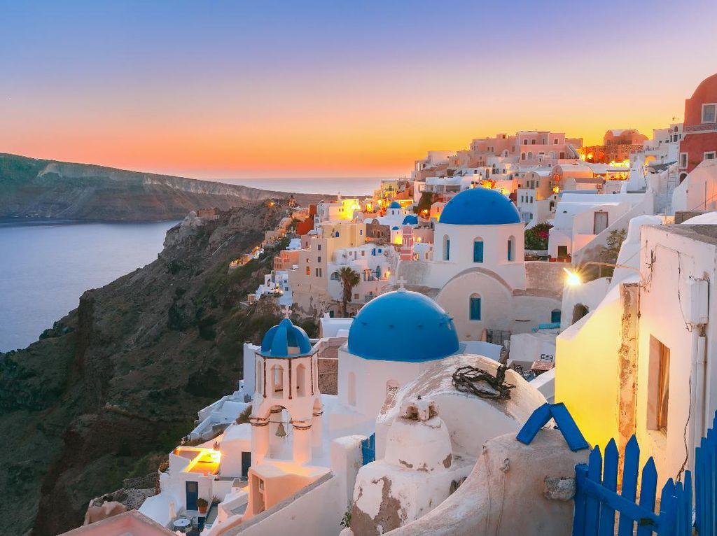 Yunani Ancang-ancang Buka Pintu untuk Turis