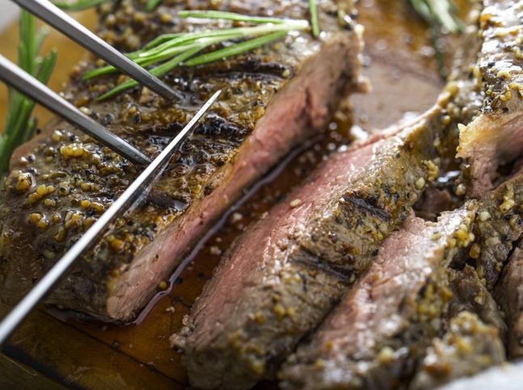 7 Cara Mengurangi Konsumsi Daging yang Gampang Ditiru
