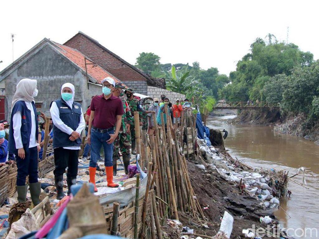 Banjir di Probolinggo, Gubernur Khofifah Minta Relawan Jogo Kali dari Sampah