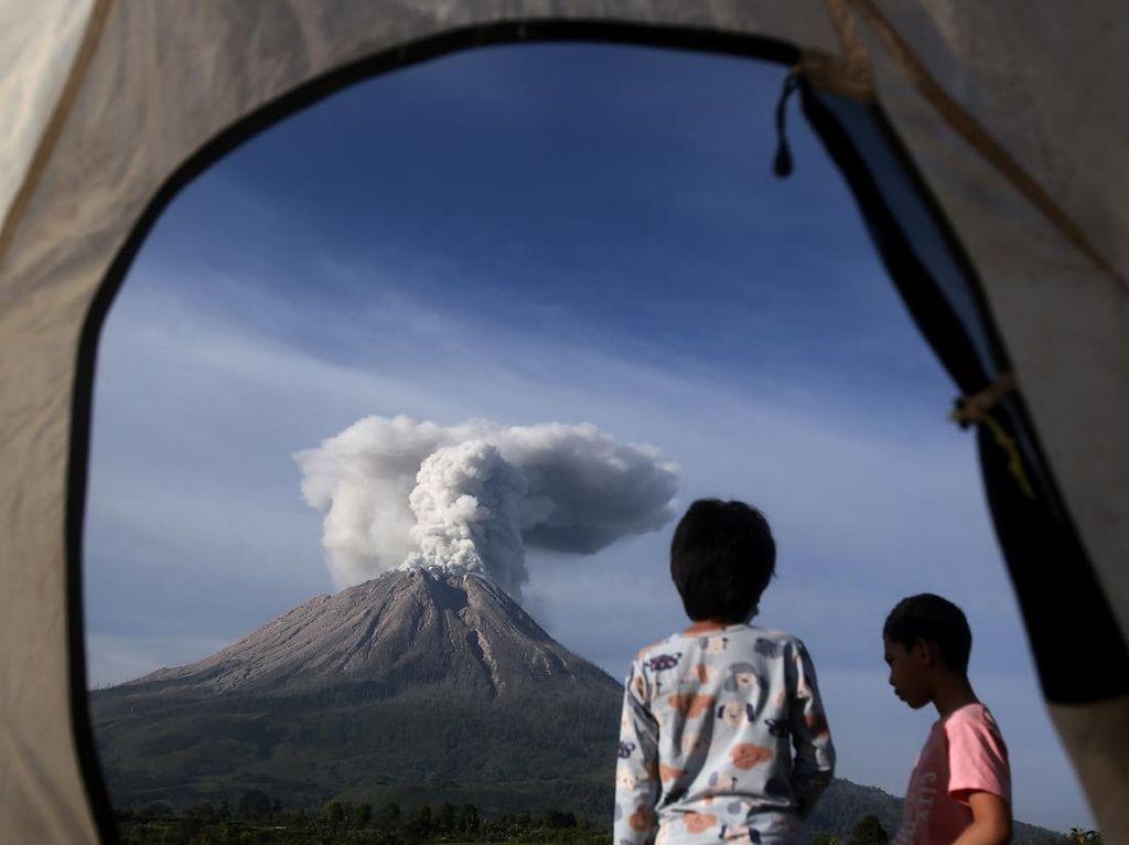 Ketinggian Erupsi Gunung Sinabung Sempat Capai 1.000 Meter