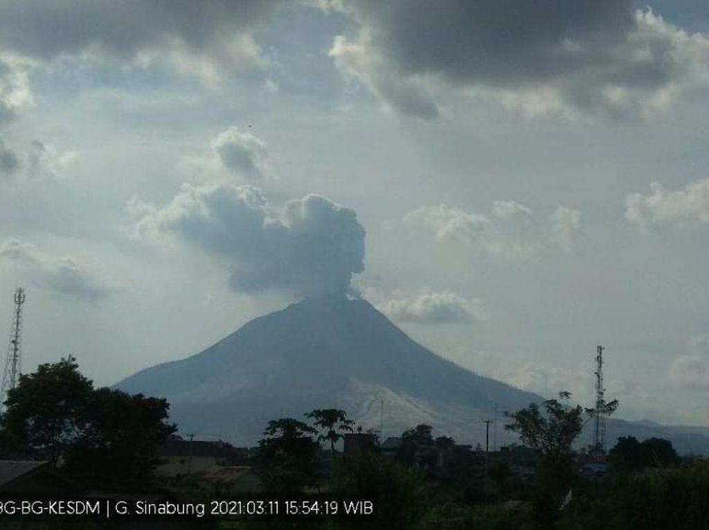 Gunung Sinabung Kembali Erupsi, Tinggi Kolom Abu Capai 500 Meter