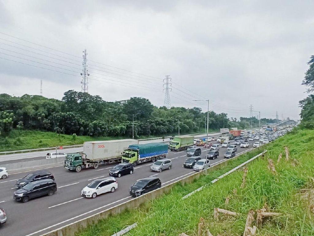 Nyaris 154 Ribu Mobil Tinggalkan Jabodetabek Lewat Tol H-1 Libur Isra Mikraj