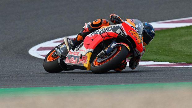 Pol Espargaro pada hari pertama tes kedua MotoGP 2021 di Sirkuit Internasional Losail, Qatar, Rabu 10/3).