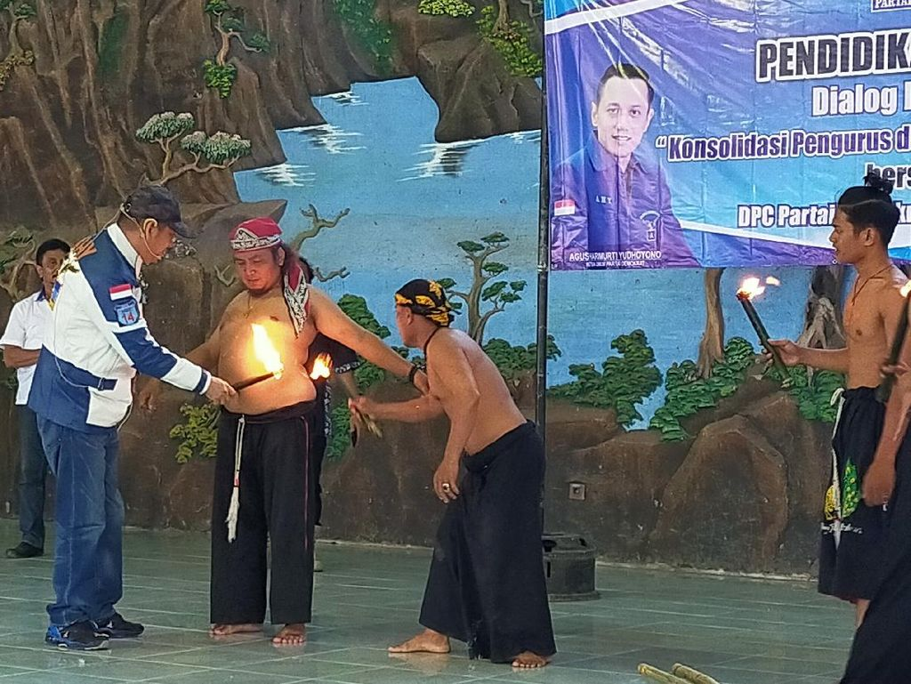 Penampakan Pasukan Sakti Demokrat Banyuwangi yang Siap Bela AHY