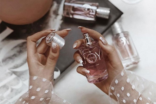 foto: waktu pemakaian parfum/id.pinterest.com/glowsly