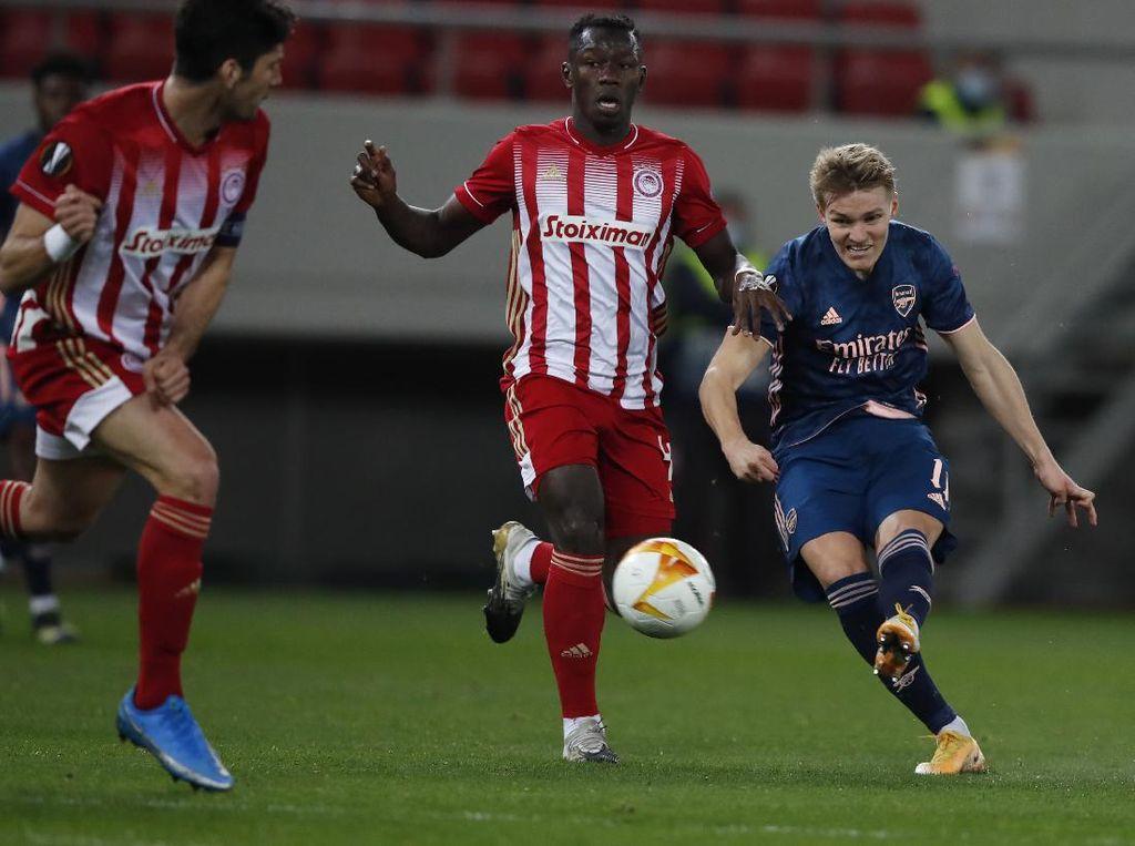 Turun Minum, Arsenal Unggul 1-0 atas Olympiakos