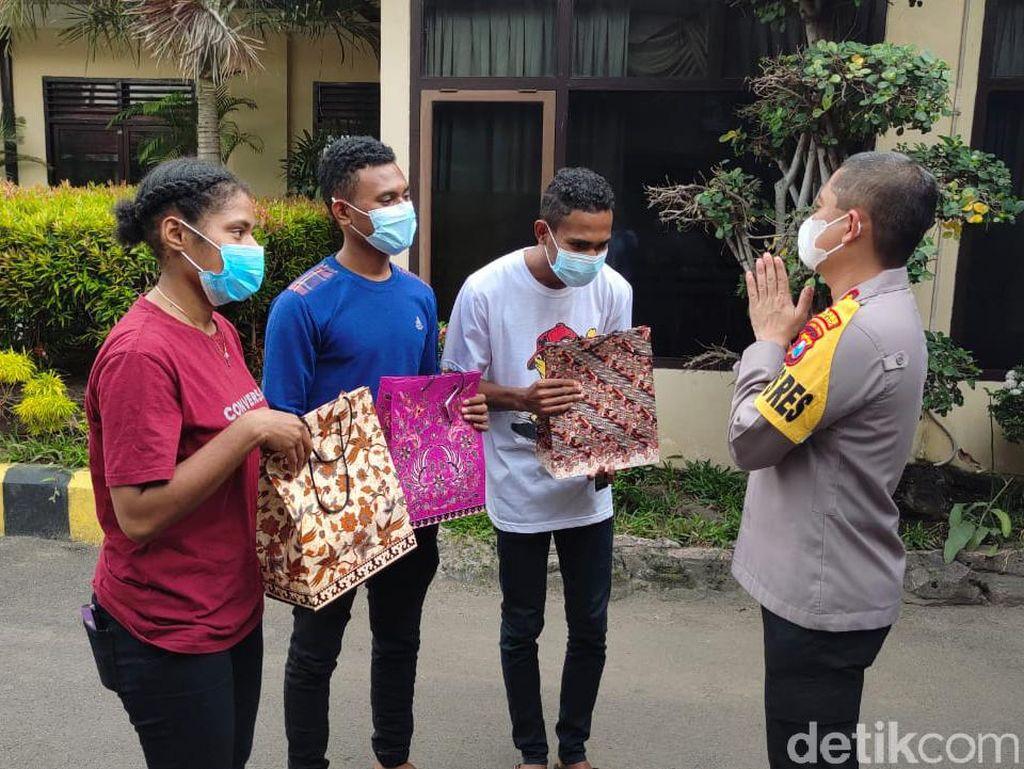 Mahasiswa-Pelajar Papua di Kota Kediri Dapat Masker hingga Hand Sanitizer